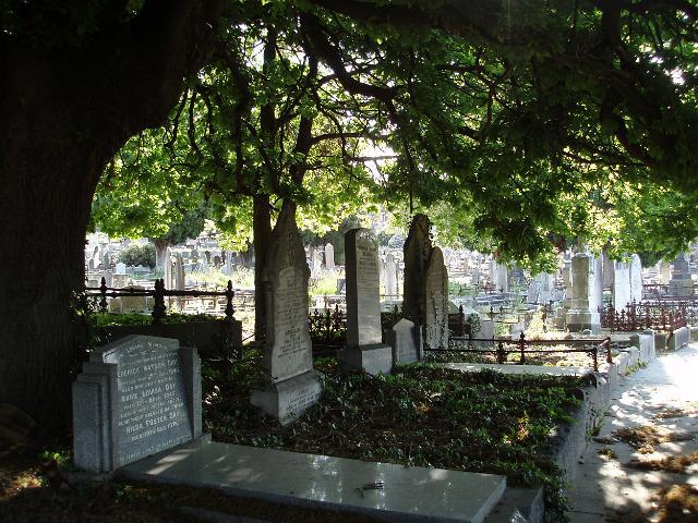 kew_cemetery_headstones